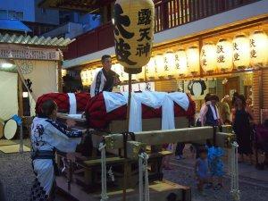 露天神社(お初天神)夏祭り-最初は一人だった役太鼓のおっちゃんが