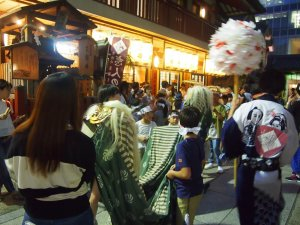 露天神社(お初天神)夏祭り-舞獅子や傘踊りもスタート