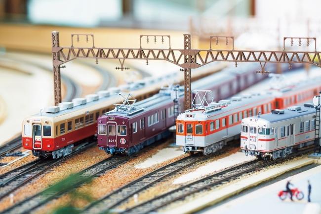神戸高速線が開通当時に活躍していた4私鉄の車両が一堂に。左から 阪神電車、阪急電車、神戸電鉄、山陽電車